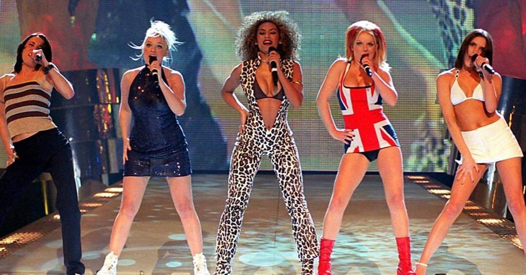 As cinco Spice Girls em show